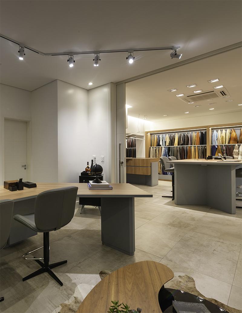 sala da direção integrada com o showroom